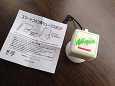 Ninjaロゴ入りスマートフォン用キュービックスタンド